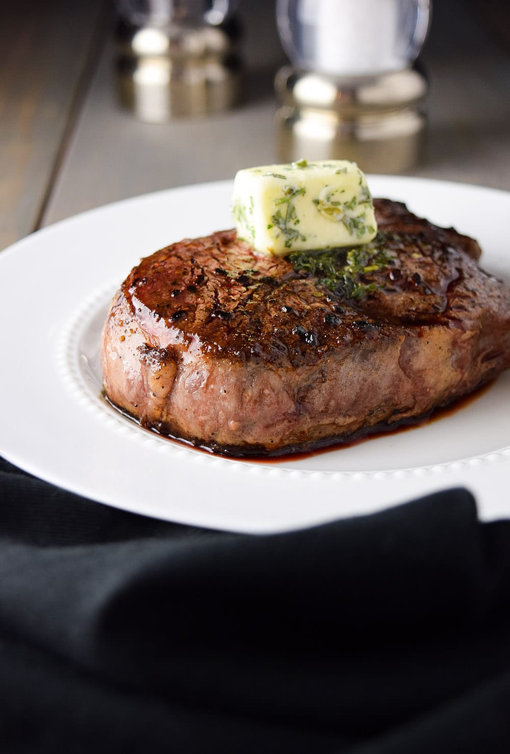 Pan-seared filet mignon recipe with garlic & berb butter