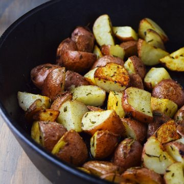 "<span class=""entry-title-primary"">Roasted Red Potatoes with Garlic and Rosemary Recipe</span> <span class=""entry-subtitle"">Super simple roasted red potatoes seasoned with garlic, rosemary, and olive oil.</span>"