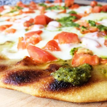 "<span class=""entry-title-primary"">Grilled Flatbread Pesto Margherita Pizza Recipe</span> <span class=""entry-subtitle"">Easy grilled flatbread pesto margherita pizza recipe ideal for a hot summer night.</span>"