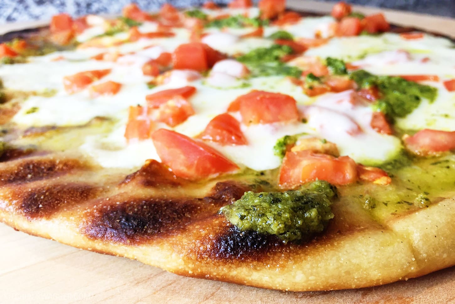 Grilled Flatbread Pesto Margherita Pizza Recipe