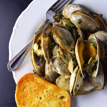 "<span class=""entry-title-primary"">Steamed Clams in Creamy Ale Sauce Recipe</span> <span class=""entry-subtitle"">Mussels steamed with cream, beer, garlic, and herbs. It's as simple as that.</span>"
