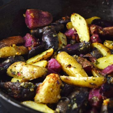 "<span class=""entry-title-primary"">Garlic and Parmesan Fingerling Potatoes Recipe</span> <span class=""entry-subtitle"">Simple roasted fingerling potatoes with garlic and olive oil.</span>"