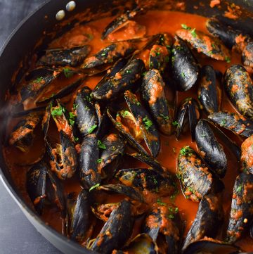 "<span class=""entry-title-primary"">Mussels in Spicy Red Arrabbiata Sauce</span> <span class=""entry-subtitle"">Mussels steamed in a spicy red sauce with fresh parsley and garlic.</span>"