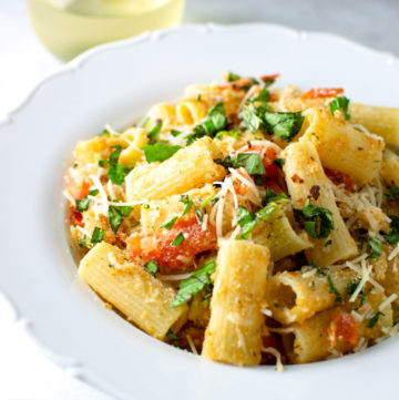 "<span class=""entry-title-primary"">Rigatoni with Heirloom Tomatoes, Breadcrumbs and Parmesan Cheese Recipe</span> <span class=""entry-subtitle"">A simple pasta dish made with tomatoes, bread crumbs, and a healthy dose of Parmesan cheese.</span>"