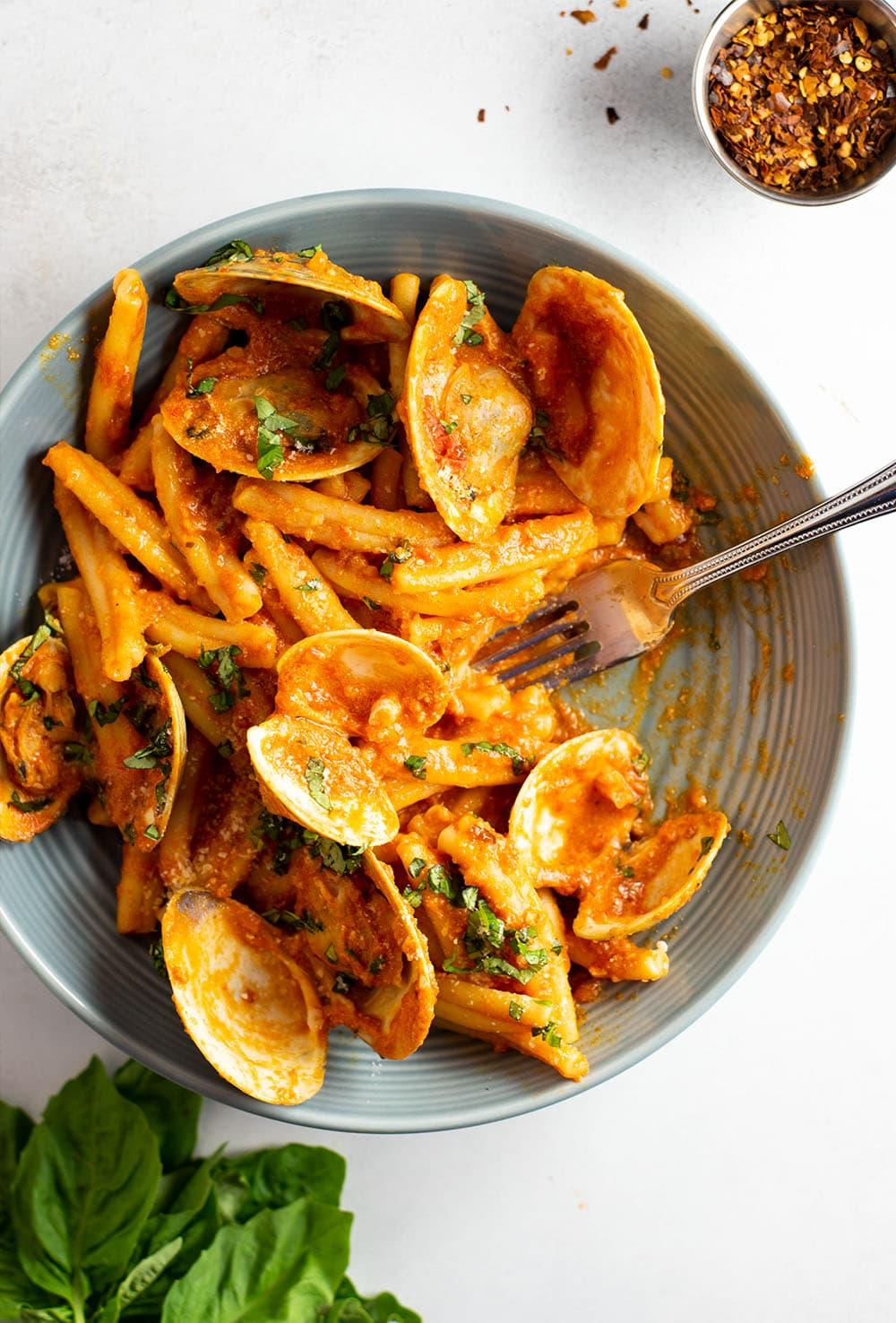 Strozzapreti with Creamy Pasta Sauce & Clams Recipe