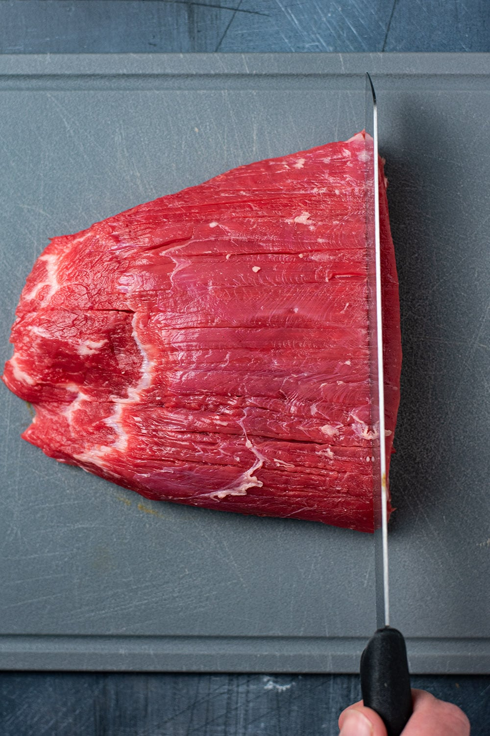 Cutting flank steak